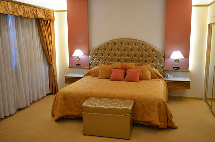 Diseno De Baño Con Antebaño:Alkazar Hotel San Juan – Habitaciones y Suites